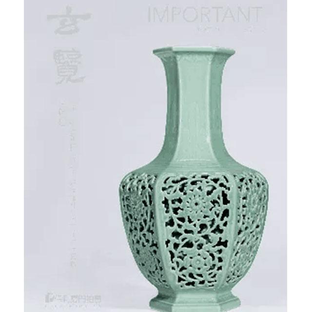 玄览—清乾隆外粉青釉浮雕芭蕉叶镂空缠枝花卉纹内青花六方套瓶