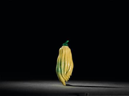 黄釉吹绿彩佛手形鼻烟壶