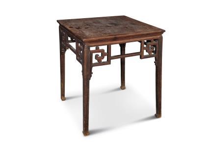 清黄花梨卷草龙纹方桌
