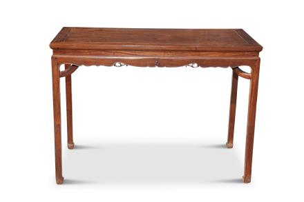 清中期黄花梨木霸王枨高束腰半桌