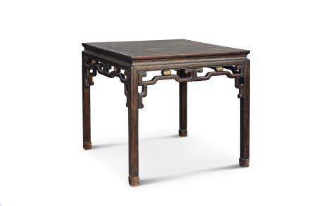 清中期紫檀拐子花纹嵌黄杨木八仙桌