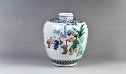 清中期(款式)斗彩人物纹吐噜瓶