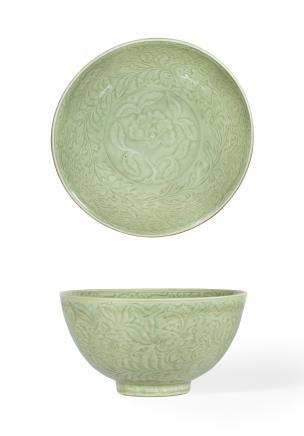 明早期  龙泉窑青釉刻四季花卉纹碗