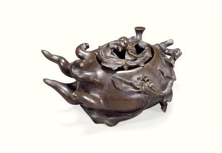 清  铜雕佛手形熏炉