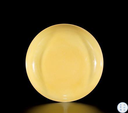 明弘治黄釉盘