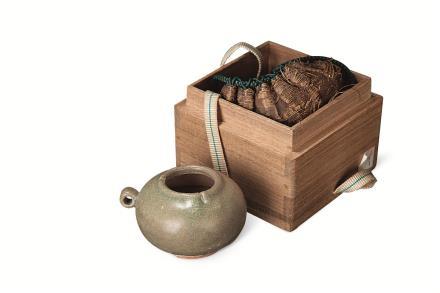 南宋 龙泉窑青黄釉鸟食罐