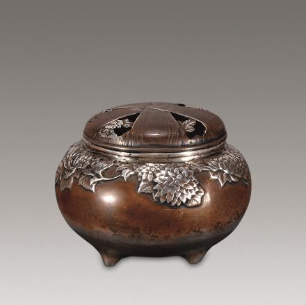 清 铜簪银菊纹乳足炉
