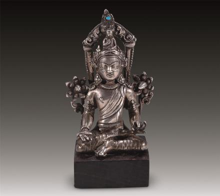 十三至十四世纪 银铸嵌宝观音坐像