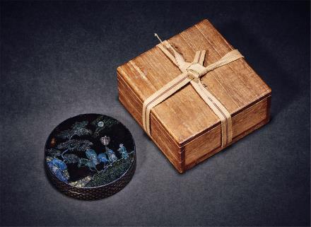 清黑漆嵌锣钿月下高士香盒