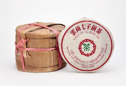 2000年 勐海茶厂绿中绿印傣文7542青饼一筒 共7片