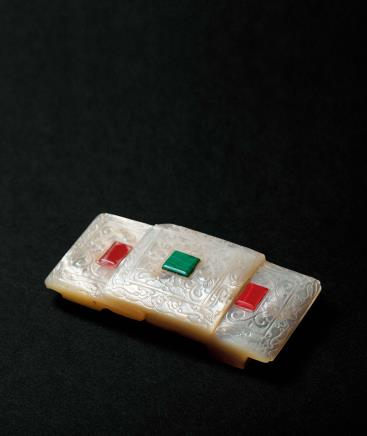 清乾隆螺钿嵌宝缠枝花卉纹带扣