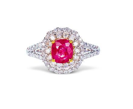 1.06克拉缅甸抹谷无烧红宝石配钻石戒指