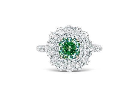 1.03克拉淡黄绿色钻石配钻石戒指