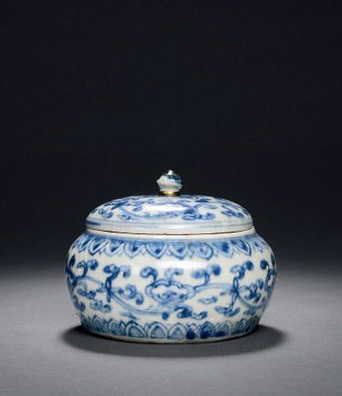 明中期青花缠枝灵芝纹罐