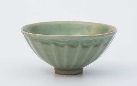 明  龙泉窑莲瓣碗