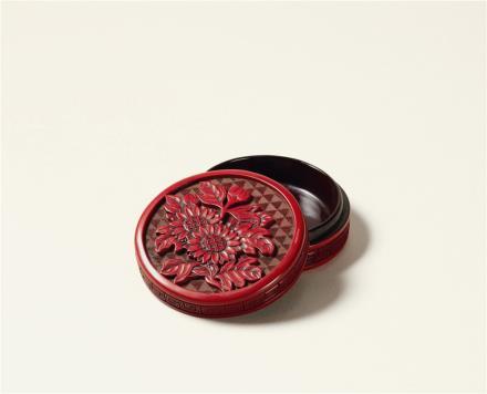 清剔红菊花纹香盒