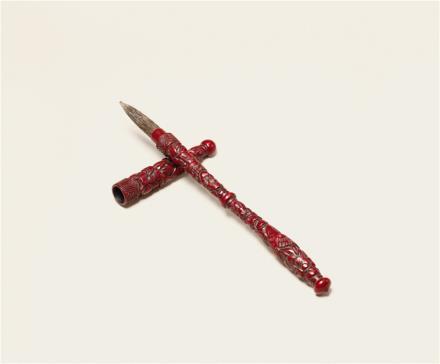 清剔红花鸟纹毛笔