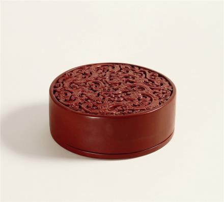 近代多宝臣制三螭纹堆红盒