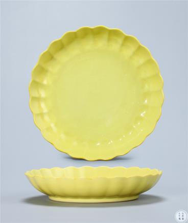 清雍正  柠檬黄釉菊瓣盘