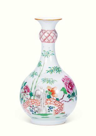 清乾隆粉彩竹石花卉纹胆瓶