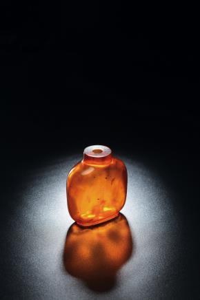 清中期 琥珀光素折方式鼻烟壶