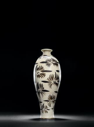 磁州窑白地黑花梅瓶