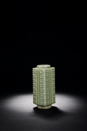 景德镇窑仿龙泉青釉琮式瓶