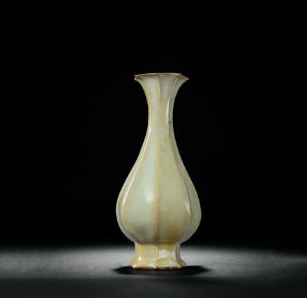 官釉八棱形瓶
