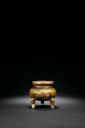 黄釉定窑贴塑铺首三足炉