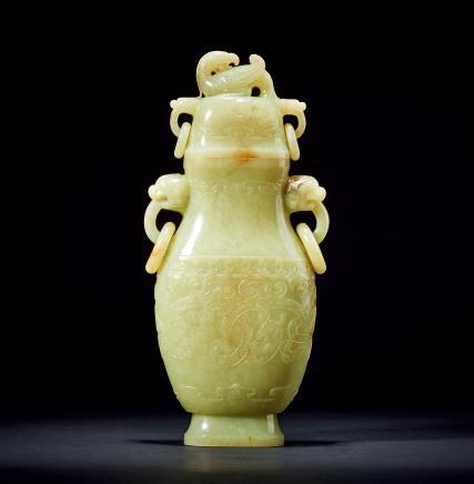 清龙纹兽耳凤钮黄玉瓶