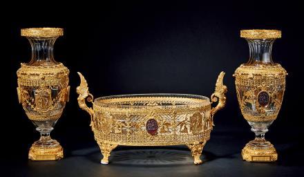19世纪法国鎏金铜餐桌中央装饰水晶玻璃三件套