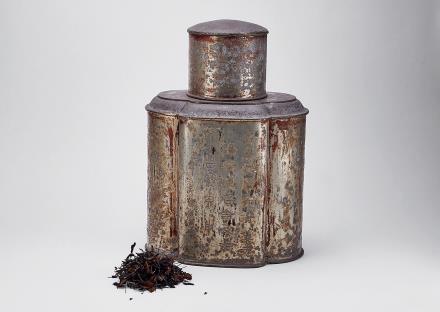 民国刻花卉诗文锡罐及老白茶一罐