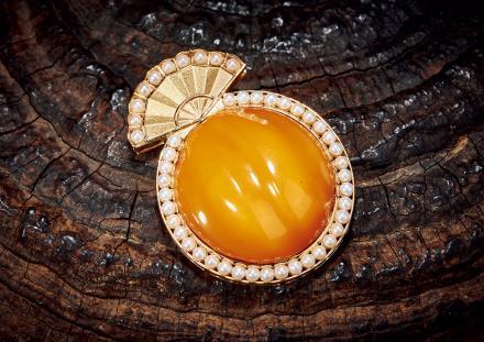 18K黄金镶清代蜜蜡及珍珠胸针
