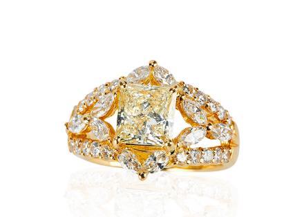 18K黄金镶黄钻及钻石戒子