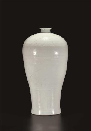 元白釉暗刻凤纹梅瓶
