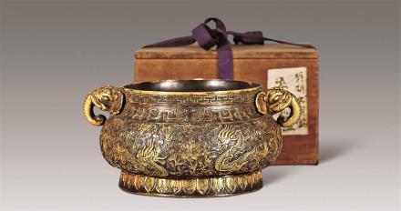 十七世纪铜錾刻云龙象首耳炉