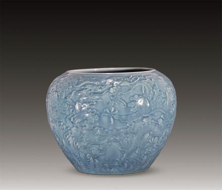 清天蓝釉浮雕云龙卷缸