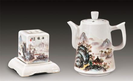 汪沁粉彩茶壶、印盒两件