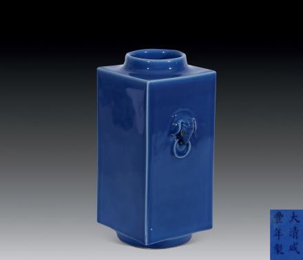 清 蓝釉象耳宗式瓶