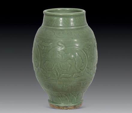 明 龙泉窯剔花瓶